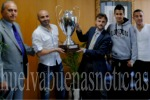 Merecido homenaje al Club de Sordos de Huelva por su triunfo en la Liga de Campeones. (huelvabuenasnoticias.com)