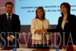 Ana Mato renueva el convenio para garantizar los derechos básicos de las personas sordas. (SERVIMEDIA)