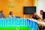 Tres alumnos sordos piden un intérprete para poder seguir las clases de la Escuela de Idiomas. (malagahoy.es)