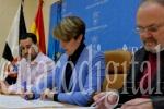 Alumnos del IES 'Abyla' retransmiten programas de RTVCE en lengua de signos. (elfarodigital.es)