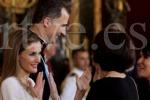 La reina Letizia saludó a una de las asistentes al besamanos en lengua de signos. Photo by rtve.es