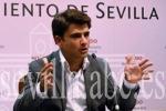 El Ayuntamiento replica a Espadas que dos consultorías avalan el servicio en lengua de signos del 010.  Photo by sevilla.abc.es