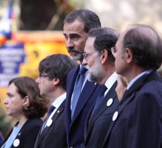 La gente se ha expresado de manera solidaria frente a la pacífica indignación. (lescroniques.com)