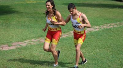 Jorge, el primer sordociego del mundo que debutará en triatlón. (planetatriatlon.co