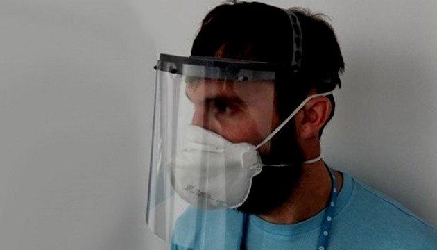 """Argentina: """"La comunidad sorda exige el uso de barbijos transparentes o máscaras faciales"""". (eldestapeweb.com)"""