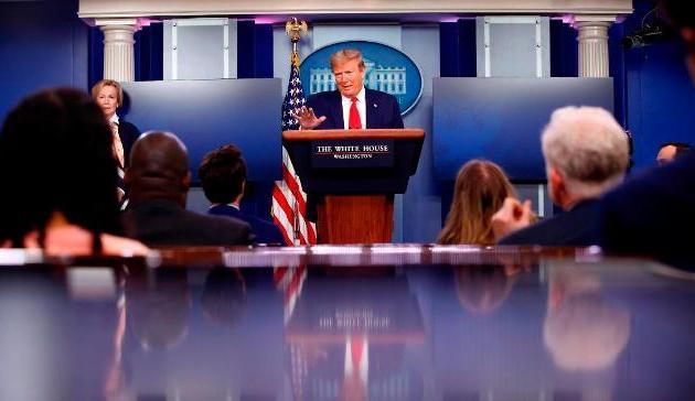 Los sordos estadounidenses instan a la Casa Blanca a utilizar intérpretes de Lengua de Señas en las sesiones informativas sobre el coronavirus. (overkarma.com)