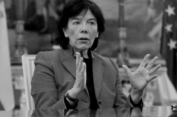 """Isabel Celaá: """"Si no hay vacuna, los colegios tendrán la mitad del alumnado en las aulas"""". (20minutos.es)"""