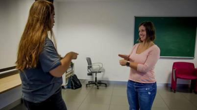 La Junta corta el servicio de lengua de signos para alumnos sordos. (diariosur.es)