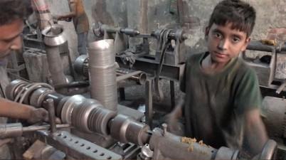 Milions d'infants al món corren el risc d'haver de treballar com a conseqüència de la crisi de la Covid-19. (Social.cat / AMIC)