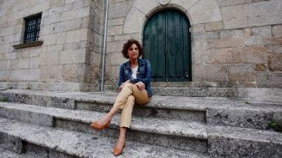 Mercedes Fernández Cons: «Conozco personas sordociegas con trabajo, hijos y una vida normal». (lavozdegalicia.es)