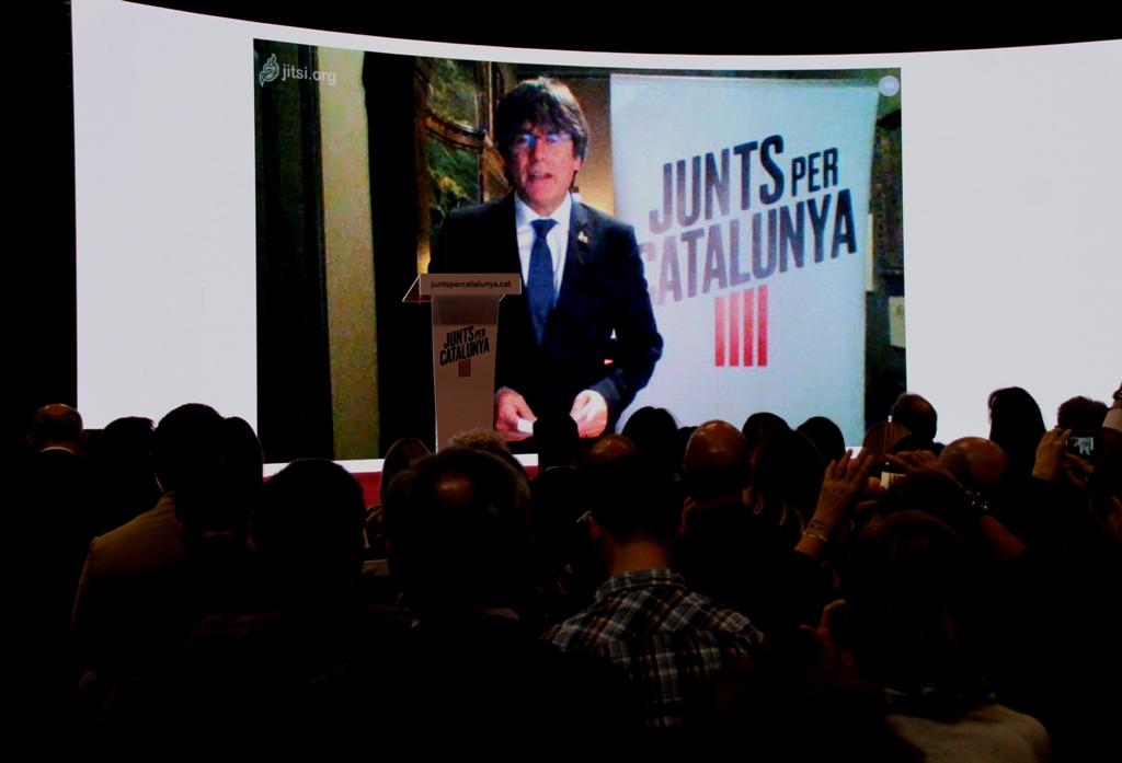 """Carles Puigdemont: """"No els ho posarem fàcil, no ens agenollarem ni regalarem res"""". (Pedro Arias Redo / lescroniques.com)"""