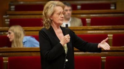 La consejera de Cultura dice que también se habla demasiado castellano en el Parlament. (elpais.com)