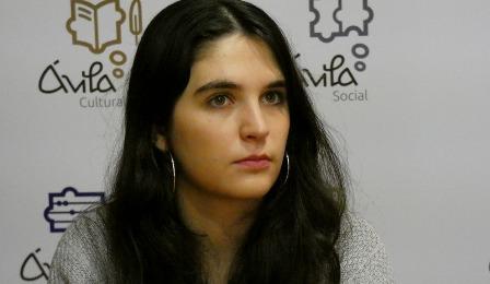 Azucena Jiménez reitera la necesidad de facilitar mascarillas inclusivas en espacios municipales. (tribunaavila.com)