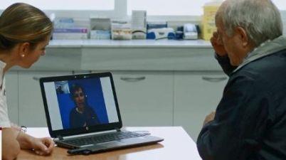 Ribera Salud facilita a sus profesionales herramientas para garantizar la comunicación con los pacientes. (elperiodic.com)