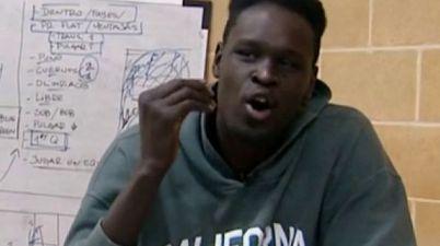 """El ejemplo de superación de Macam Bak, jugador de baloncesto sordo: """"Ser sordo no significa que no puedas hacer nada"""". (lasexta.com)"""