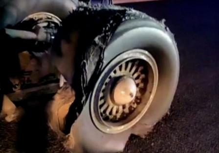 Susto en Barajas por un avión de Air Canada dañado que aterrizó de urgencia... con alivio final. (20minutos.es)