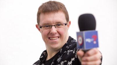 """Eloi Collell: """"Vull ser un motor de canvi com a primer presentador amb Síndrome de Down"""". (Clack - AMIC)"""
