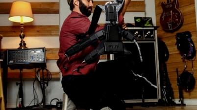 Este traje vibrador permite a las personas sordas «sentir» la música. (cnnespanol.cnn.com)