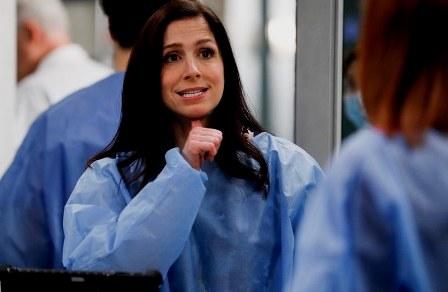 La médica sorda que impuso los barbijos inclusivos en Grey's Anatomy. (parati.com.ar)