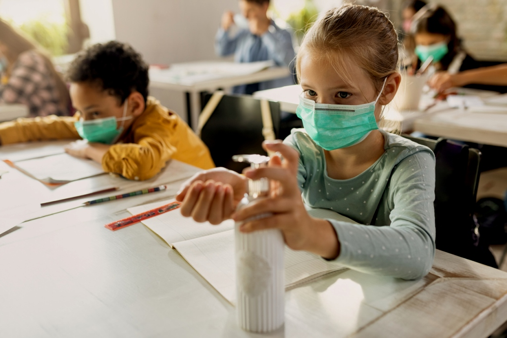 Nens i coronavirus: per què una alta càrrega viral no implica que siguin més infecciosos. (agenciasinc.es / AMIC)