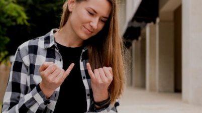 6 canales de YouTube para aprender lenguaje de signos. (trecebits.com)