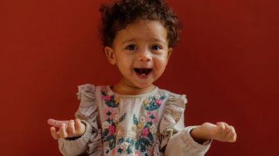 Comunicación para un mejor desarrollo: todas las ventajas de usar lengua de signos con tu bebé. (divinity.es)