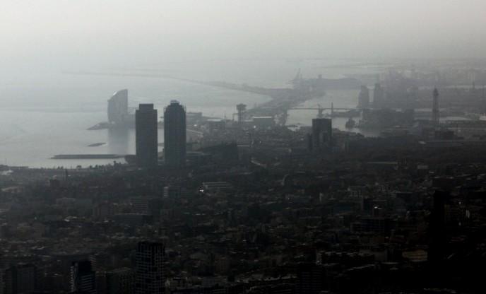 La contaminació de l'aire va provocar el 7% de morts naturals a Barcelona el 2019, unes 1.000 persones. (social.cat / AMIC)