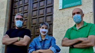 La pandemia de la Covid-19 agrava los problemas de los profesores sordos de Andalucía para poder dar clase. (eldiario.es)