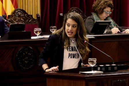 El Parlament de Baleares aprueba que la Oficina de Defensa de los Derechos Lingüísticos asuma la lengua de signos. (noudiari.es)