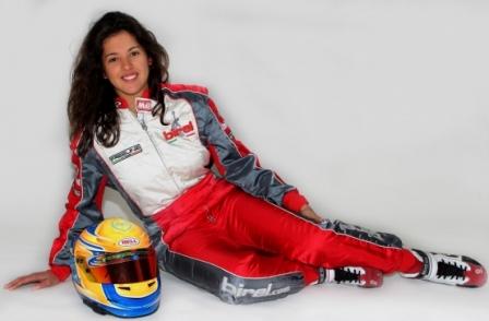 La piloto sorda Lydia Sempere busca mediante crowdfunding convertirse en la primera mujer en ganar el Campeonato de España de Turismos. (elperiodic.com)