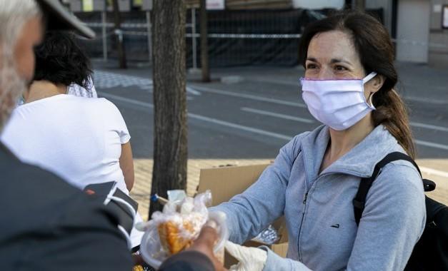 Arrels atén més de 2.600 persones sense llar durant el 2020, l'any de la pandèmia de Covid-19. (social.cat / AMIC)
